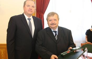 Rangos litván állami kitüntetésben részesült Zoltán András professzor