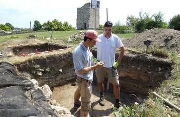 Régészek és önkéntesek kutatják a bándi vár múltját (veol.hu)