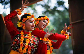 Sági Péter előadása  az indiai kultúráról szóló előadás-sorozat következő részében.