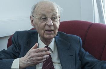 90. születésnapja alkalmából köszöntötték Ritoók Zsigmondot