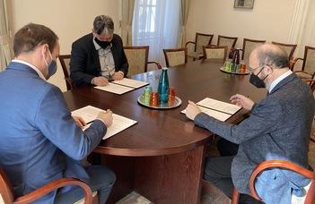 Új megállapodás született az ELTE BTK és a Nyelvtudományi Intézet között